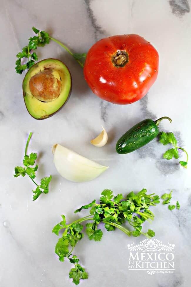 Ingredientes para preparar la Salsa roja en molcajete
