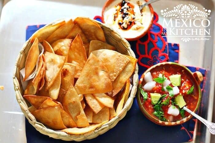 Totopos caseros, disfrútalos con la salsa de tu elección